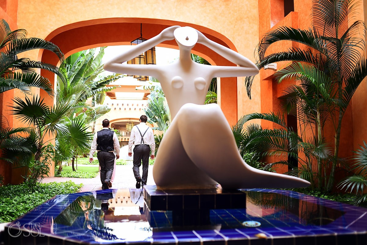 groom best man walking funny naked woman statue, Barceló Maya Palace Deluxe wedding