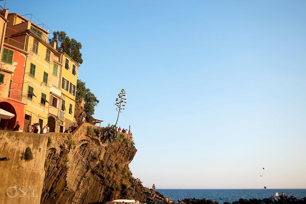 Via dell'Amore cliffside ocean at Cinque Terre Italy