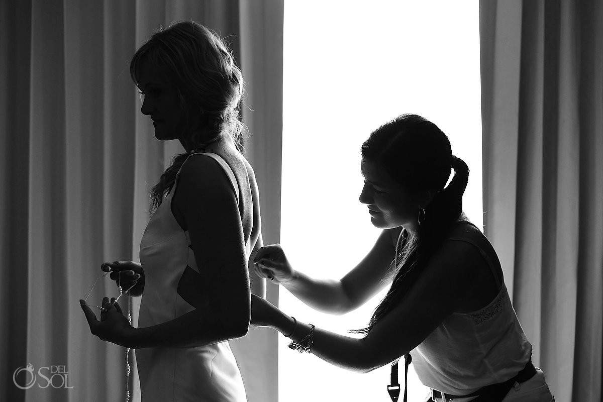 photographer helping bride dress getting ready, black white, Elopement Paradisus, Playa del Carmen, Mexico