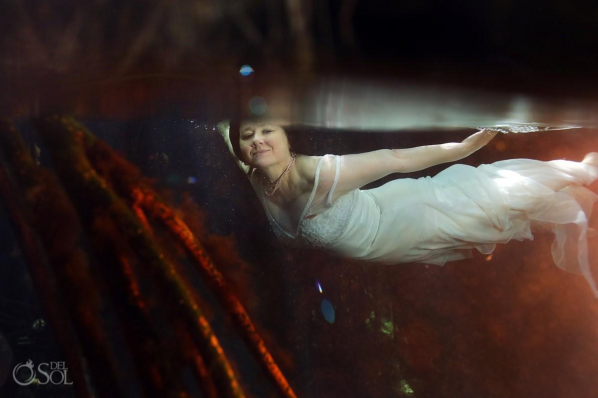 underwater photography, artistic wedding portrait, Cenote Trash the Dress, Riviera Maya, Mexico