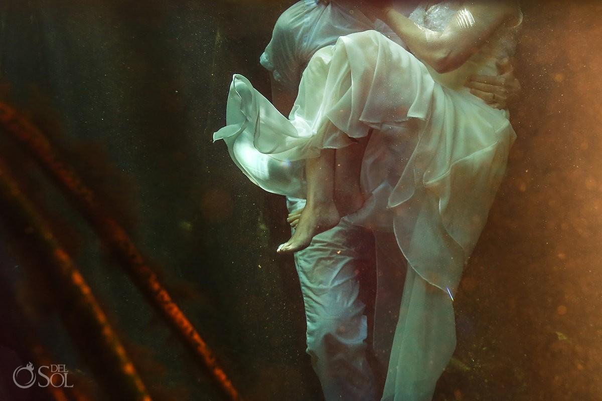 legs detail underwater photography, artistic wedding portrait, Cenote Trash the Dress, Riviera Maya, Mexico
