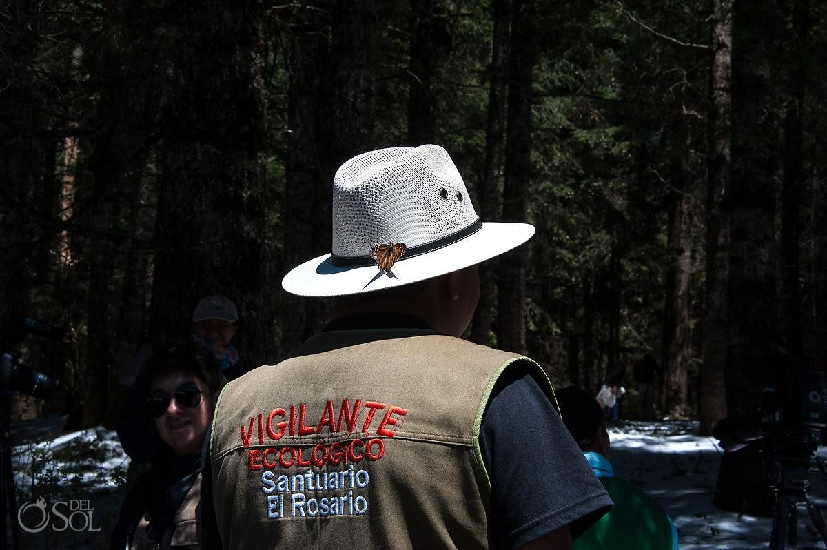 Vigalante ecologico sanctuario el rosario, Michoacan. guide with monarch butterfly on hat