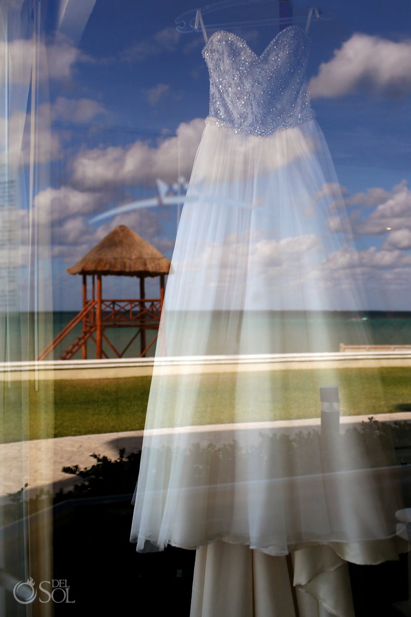 artistic wedding dress picture reflection ocean beach moon palace cancun Mexico