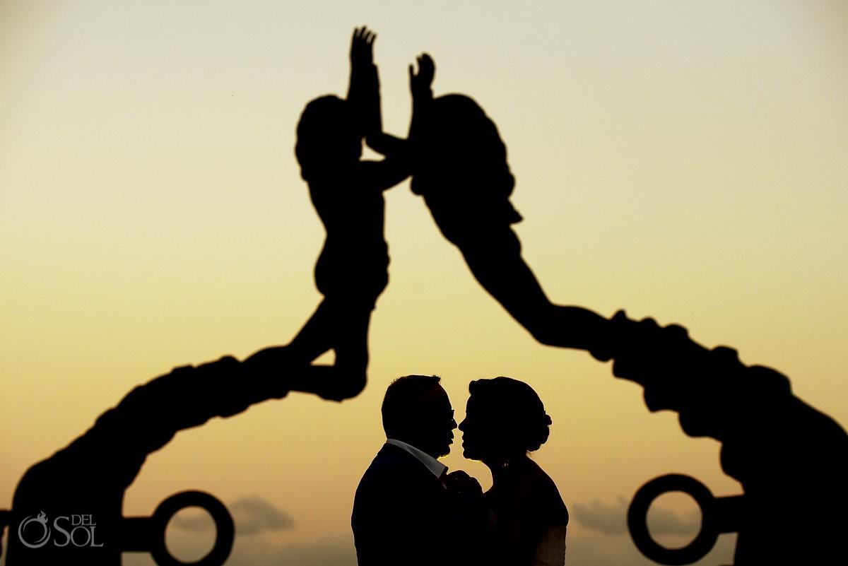 Creative wedding portrait silhouette, playa del Carmen Mermaid sculpture
