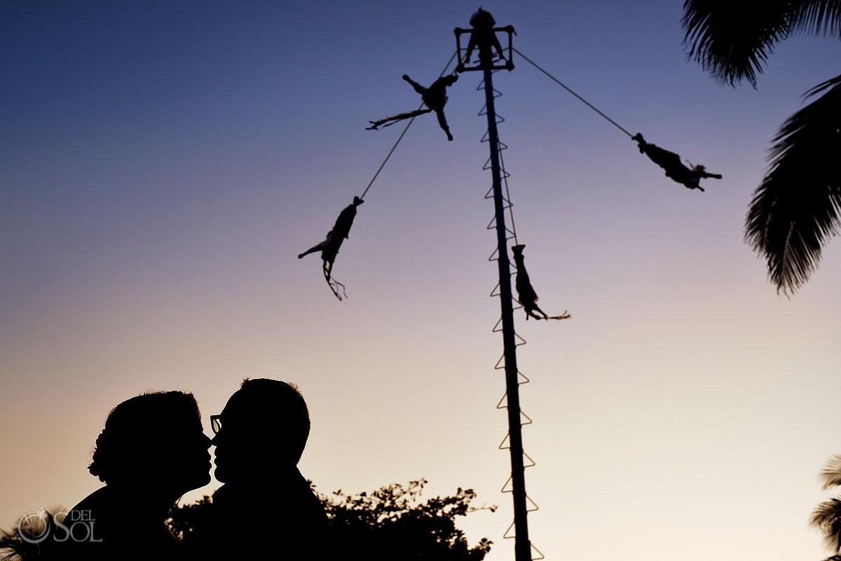 creative wedding portrait silhouette, Voladores de Papantla, playa del Carmen fifth avenue