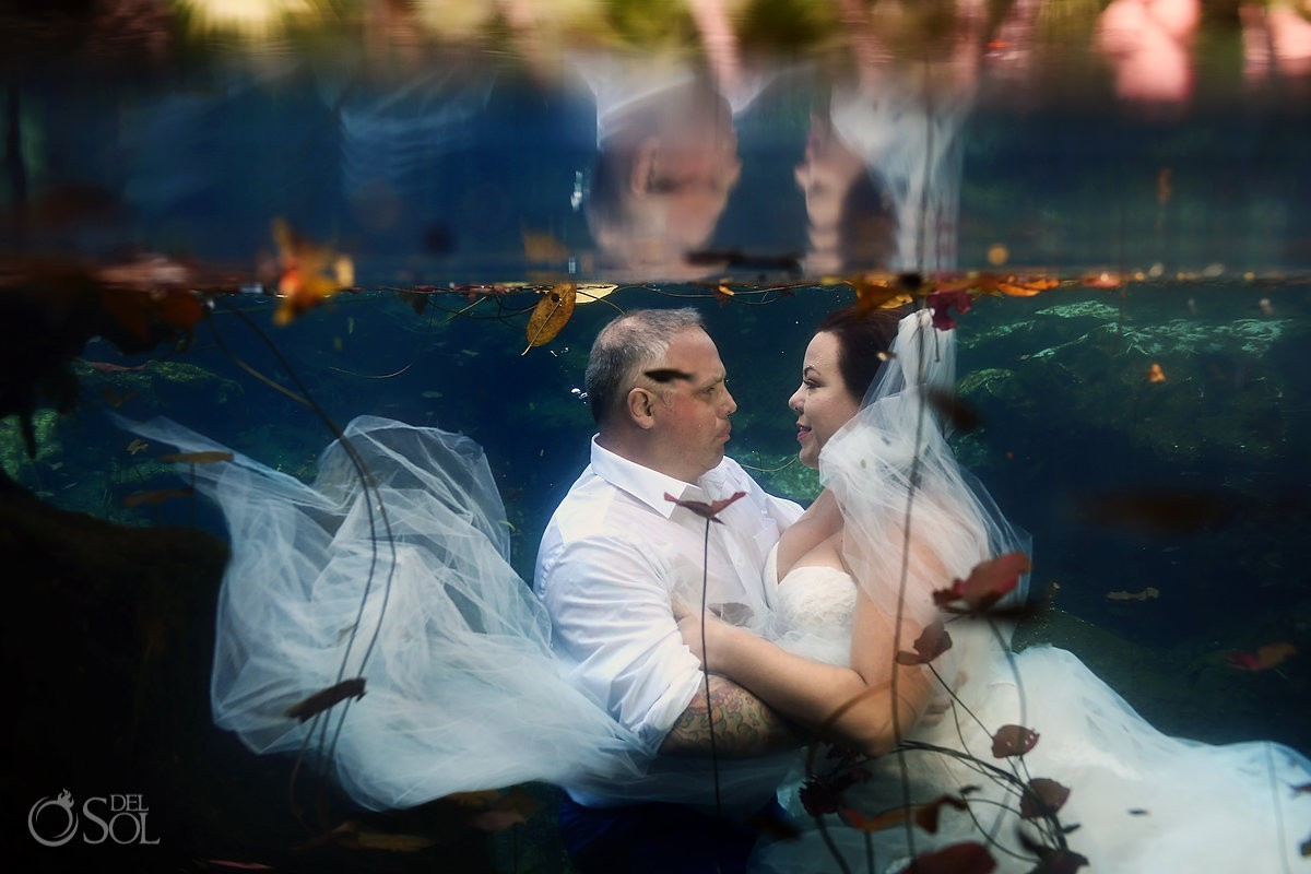 underwater bride and groom trash the dress riviera maya
