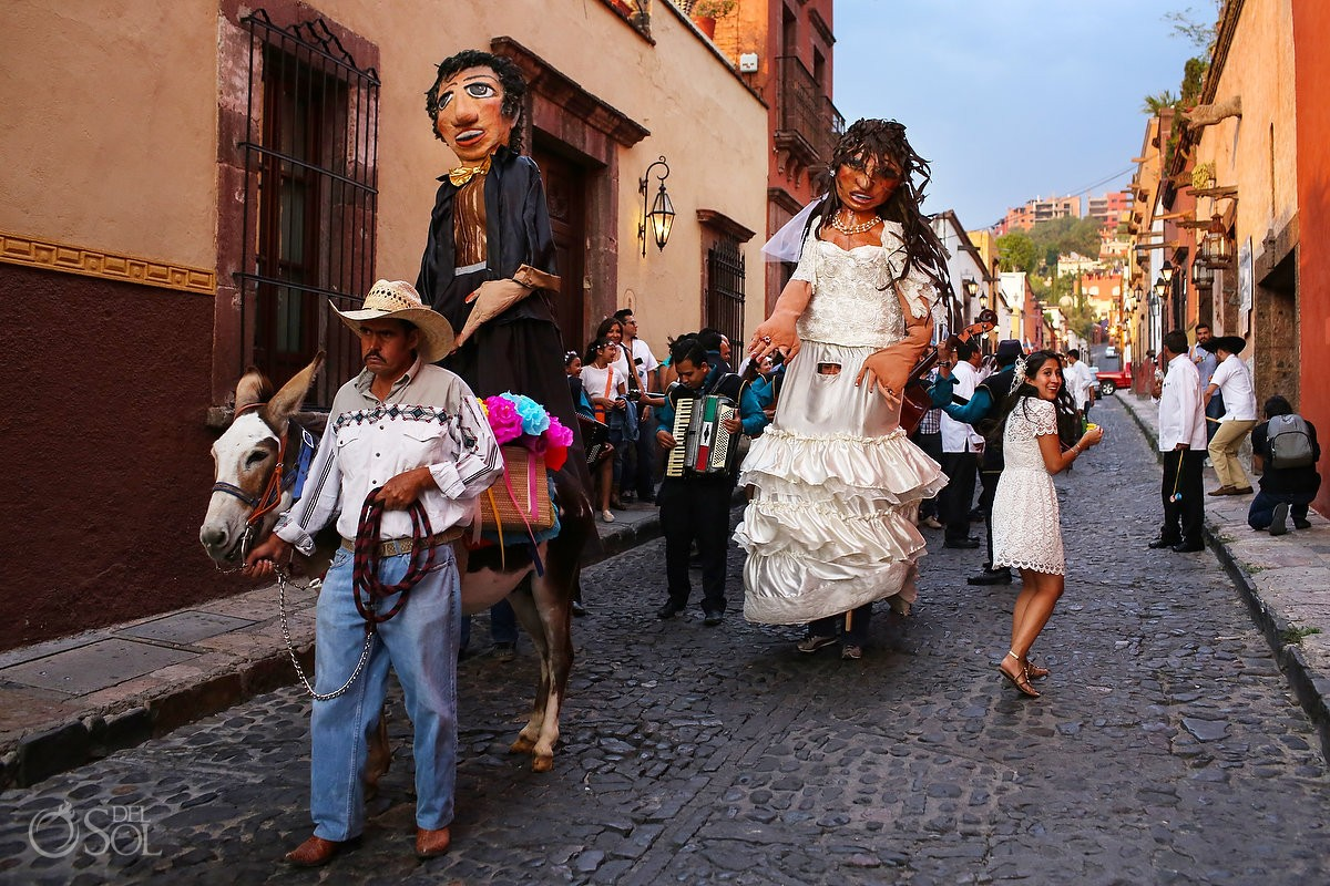 Callejoneada traditional Mexican wedding welcome party, Mojigangas giant puppets San Miguel de Allende