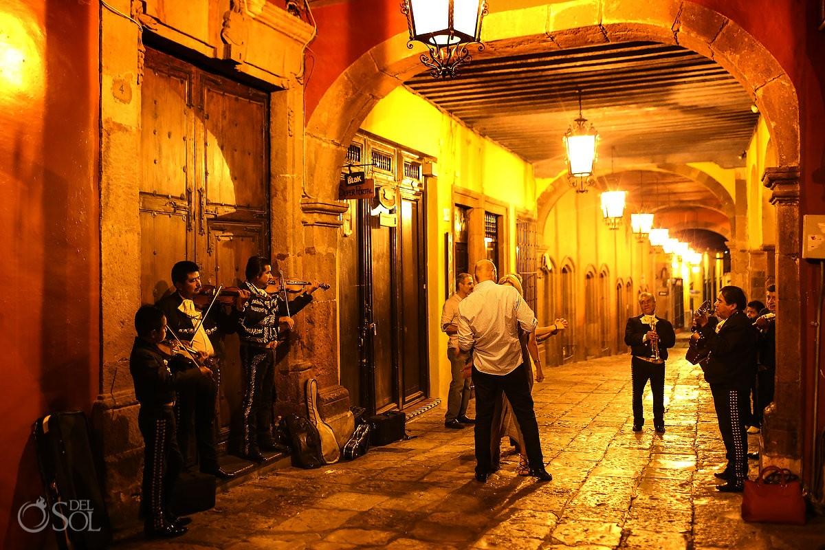 couple dancing Mariachi street photography San Miguel de Allende #travelforlove