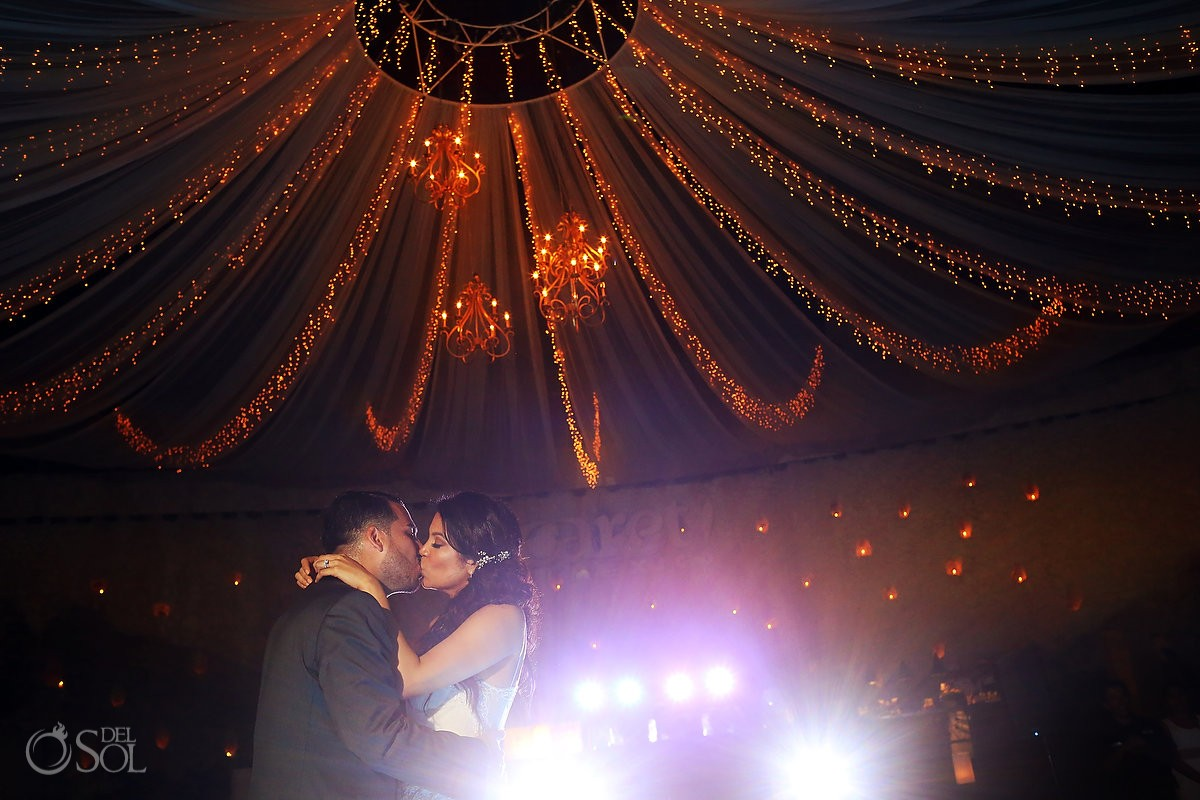 first dance La Isla Restaurant reception, Xcaret, riviera maya, Mexico, stunning lighting decor canteiro weddings