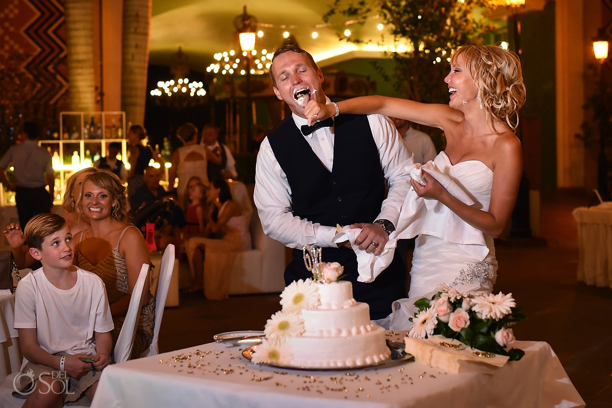 funny wedding picture cake cutting smash reception, Iberostar Paraiso Lindo centro commercial