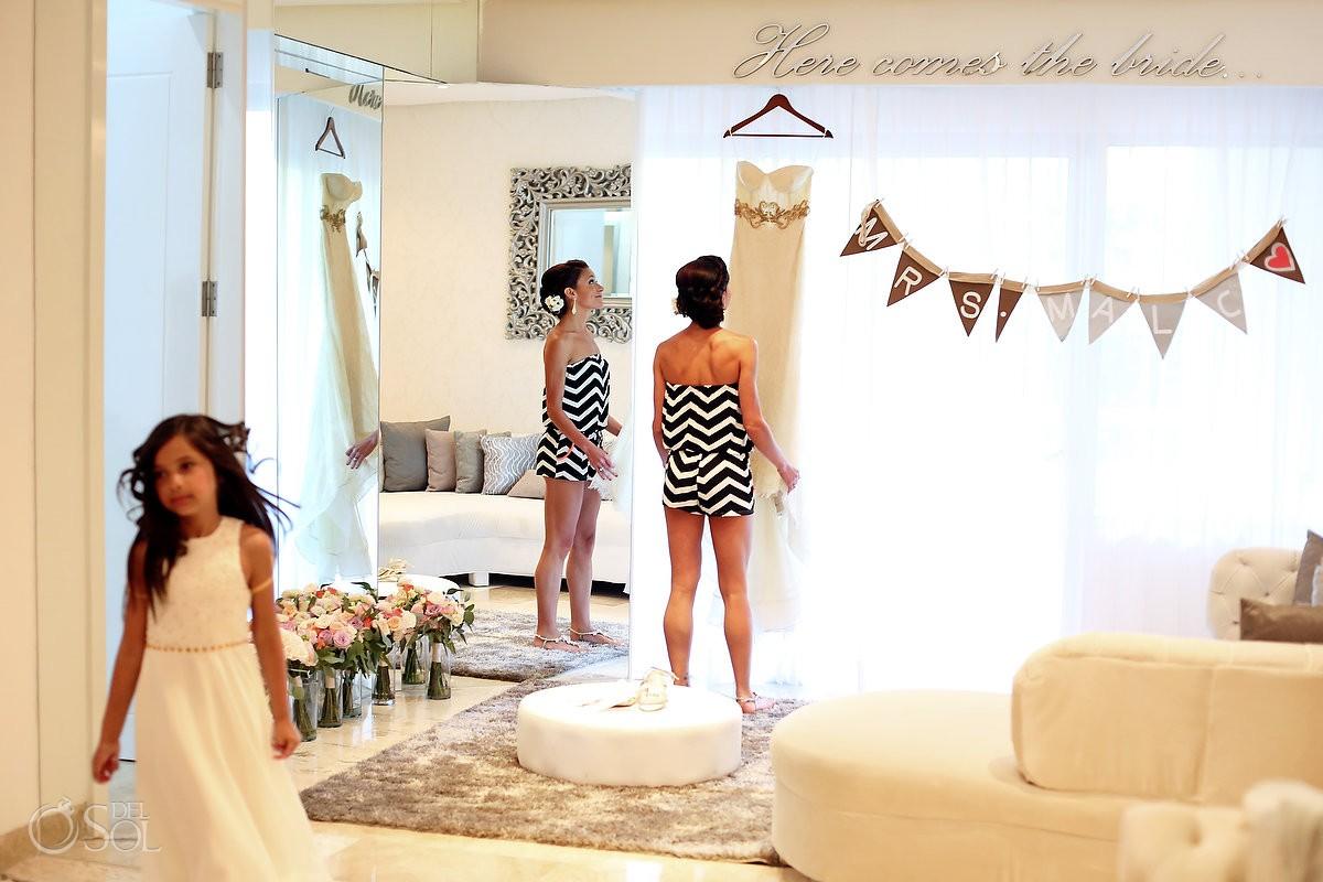 bride and bridesmaids getting ready at paradisus playa del carmen