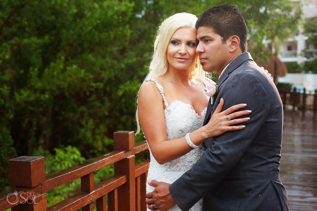 rain wedding portrait Paradisus Playa del Carmen