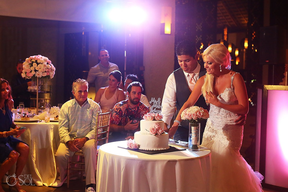 cake cutting destination wedding reception Gabi Club Paradisus La Perla, Playa del Carmen, Mexico.