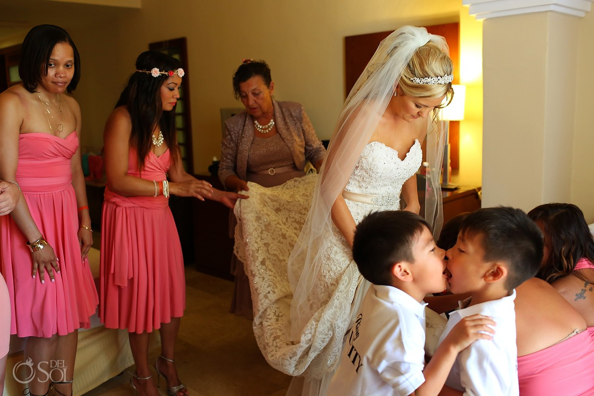 Funny Portrait, Bridesmaids and Bride getting ready, Destination Wedding, Quintana Roo, Mexico.