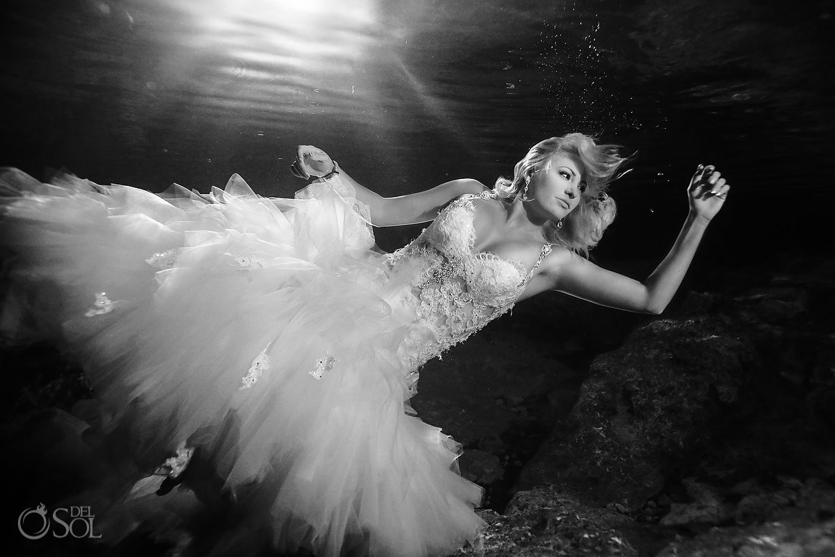 Underwater wedding photo cenote Trash the Dress, Riviera Maya, Mexico.