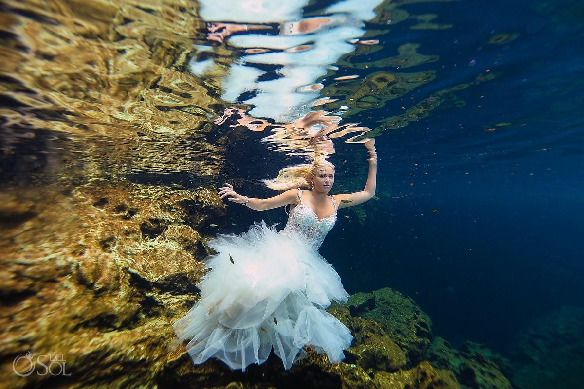 Sexy underwater photo, trash the dress, beautiful bride reflection
