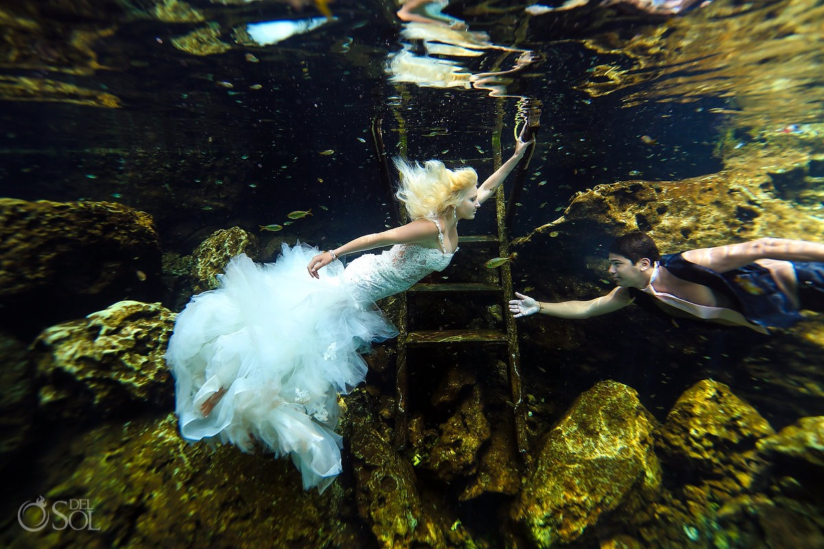 amaizing cenote photo wedding underwater photography
