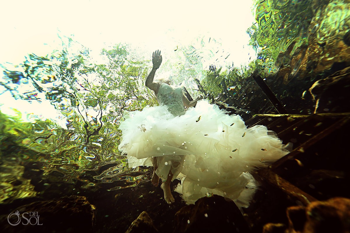 artistic wedding underwater portrait trash the dress Riviera Maya