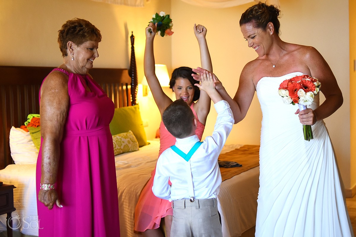 bride with family getting ready at Now Sapphire Riviera Cancun