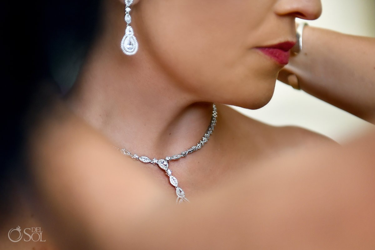 Bride jewelery ideas wedding day Cancun, Mexico