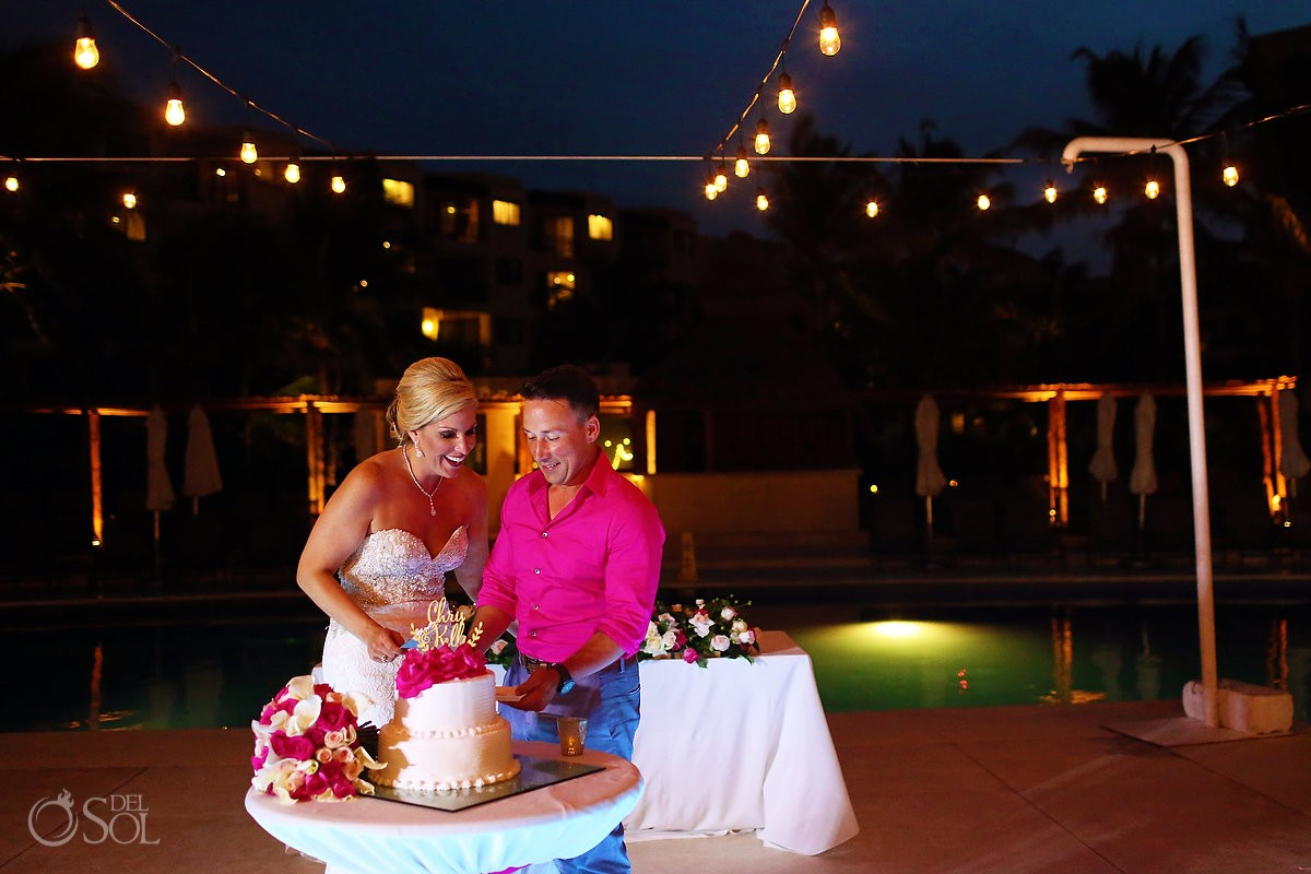 cake cutting bride and groom wedding Cancun, Mexico