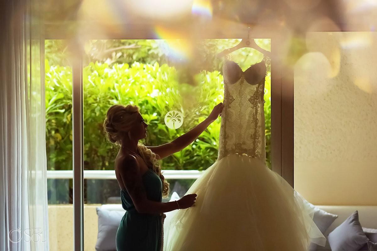 bride getting ready silhouette Paradisus La Perla Bridal Suite, Playa del Carmen, Mexico