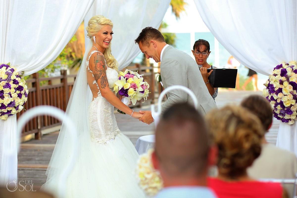 funny ceremony moment destination wedding Gabi Bridge Paradisus La Perla