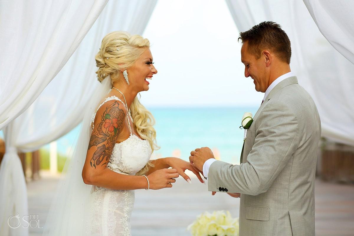 funny wedding photo ring exchange Gabi Bridge Paradisus La Perla