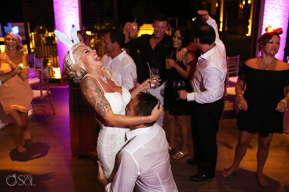 fun wedding picture destination wedding reception Gabi Club Paradisus La Perla, Playa del Carmen, Mexico