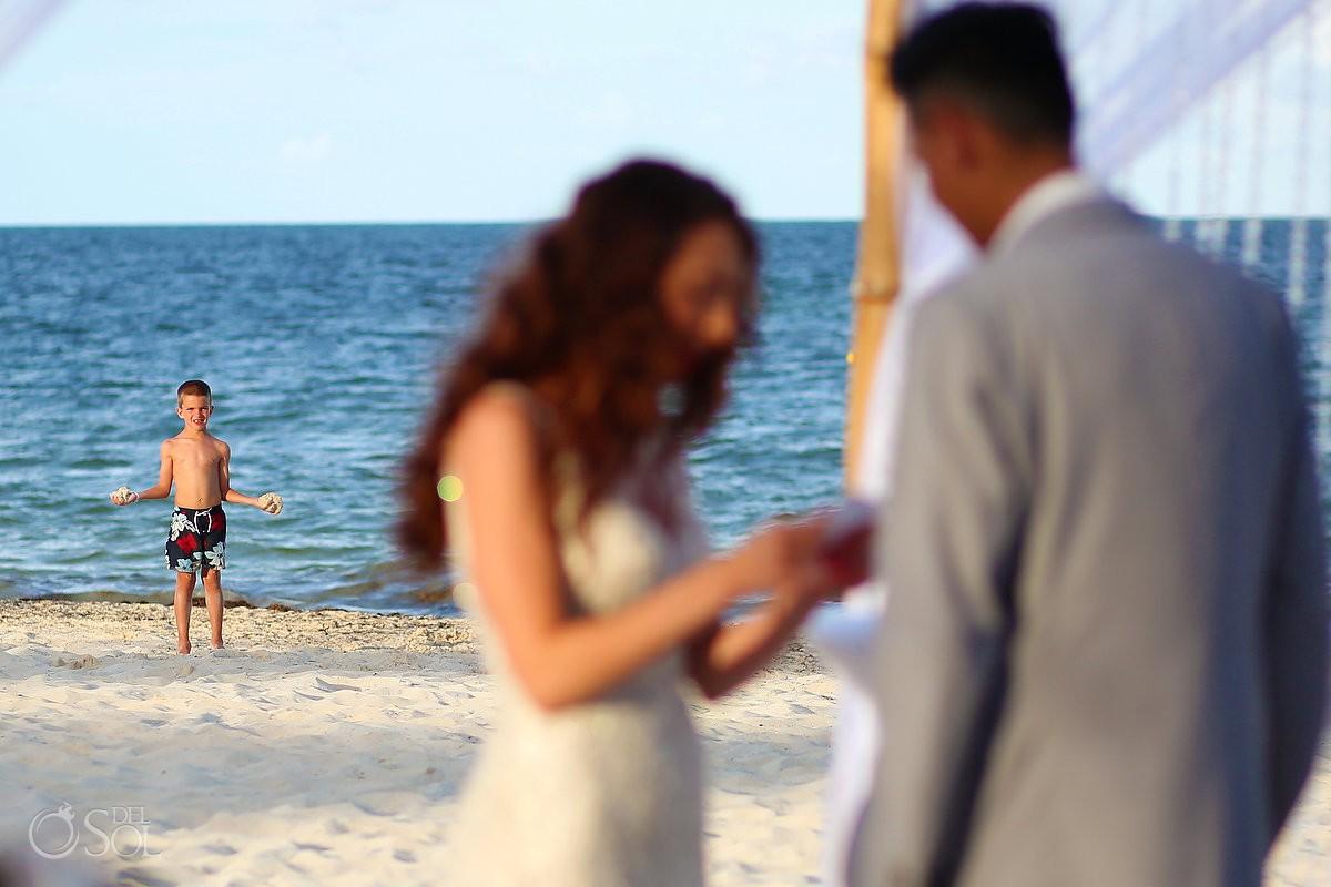 funny kid photobomb beach wedding ceremony, Royalton Riviera Cancun, Mexico