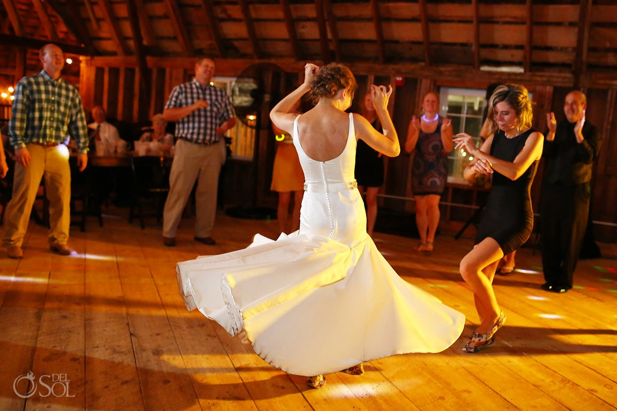 bride spin dancing bloom lake barn wedding reception