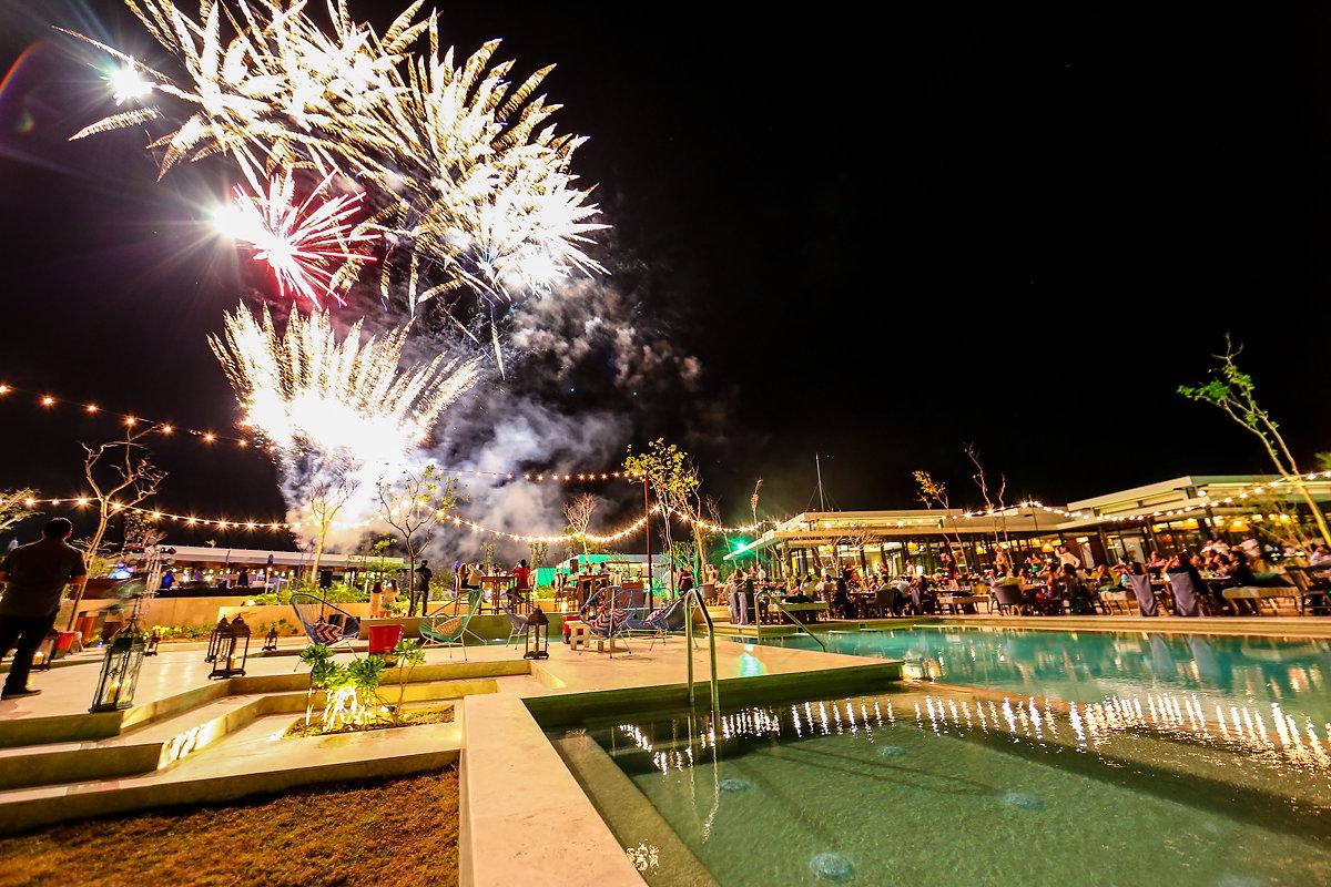 Playa del Carmen destination wedding reception Andaz Mayakoba Casar 2017 fireworks Pyro Tech mx