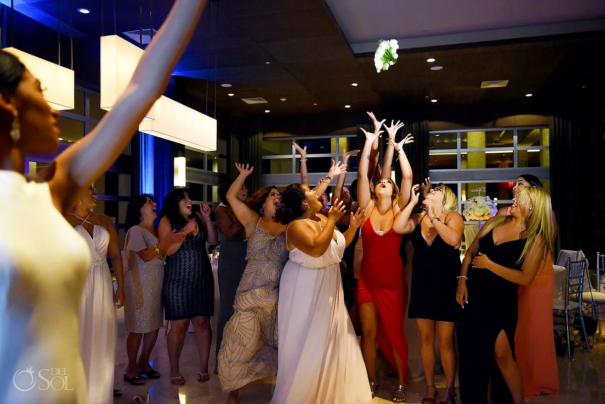 single ladies fighting for the bouquet toss, destination wedding reception, Paradisus la Perla Playa del Carmen, Mexico