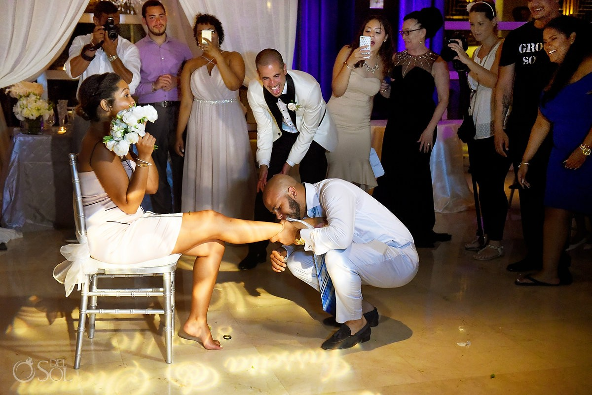 bouquet and garter toss, destination wedding reception Hadar Restaurant Paradisus Playa del Carmen