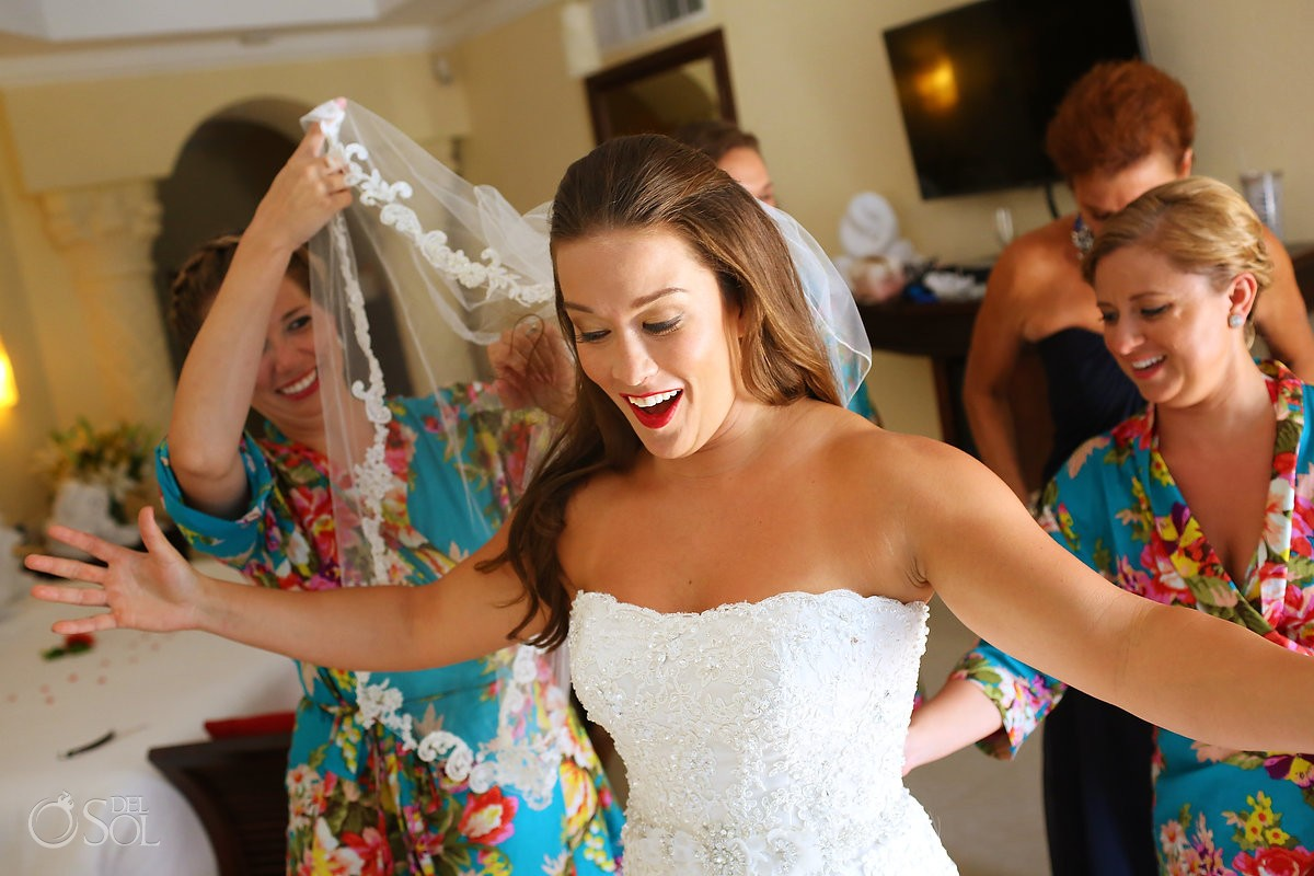 Bride getting ready fun moments, Wedding Royal, Playa del Carmen, Mexico