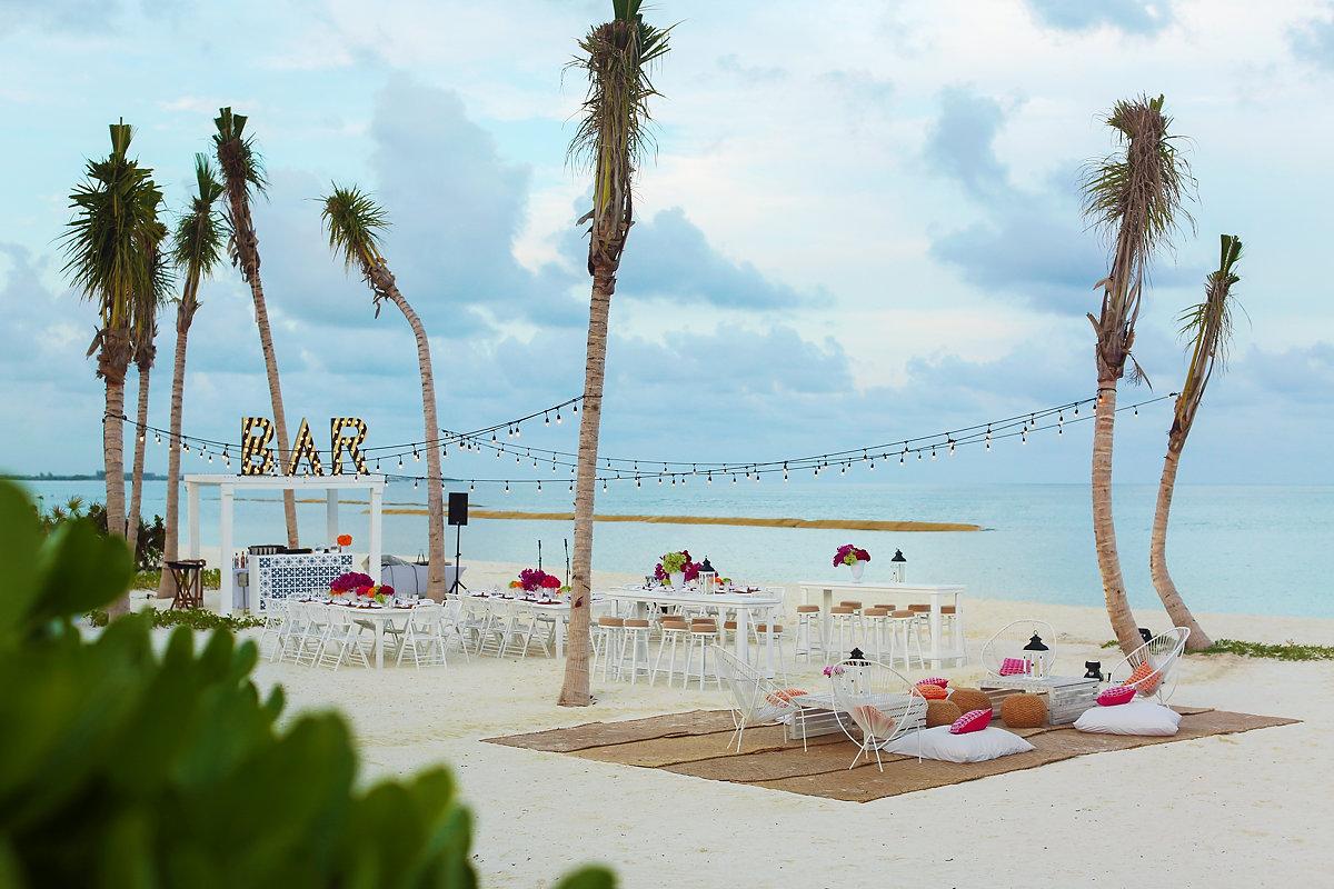 Andaz Mayakoba beach party setup #KTMayakoba Karen Tran Floral Designs Masterclass welcome party