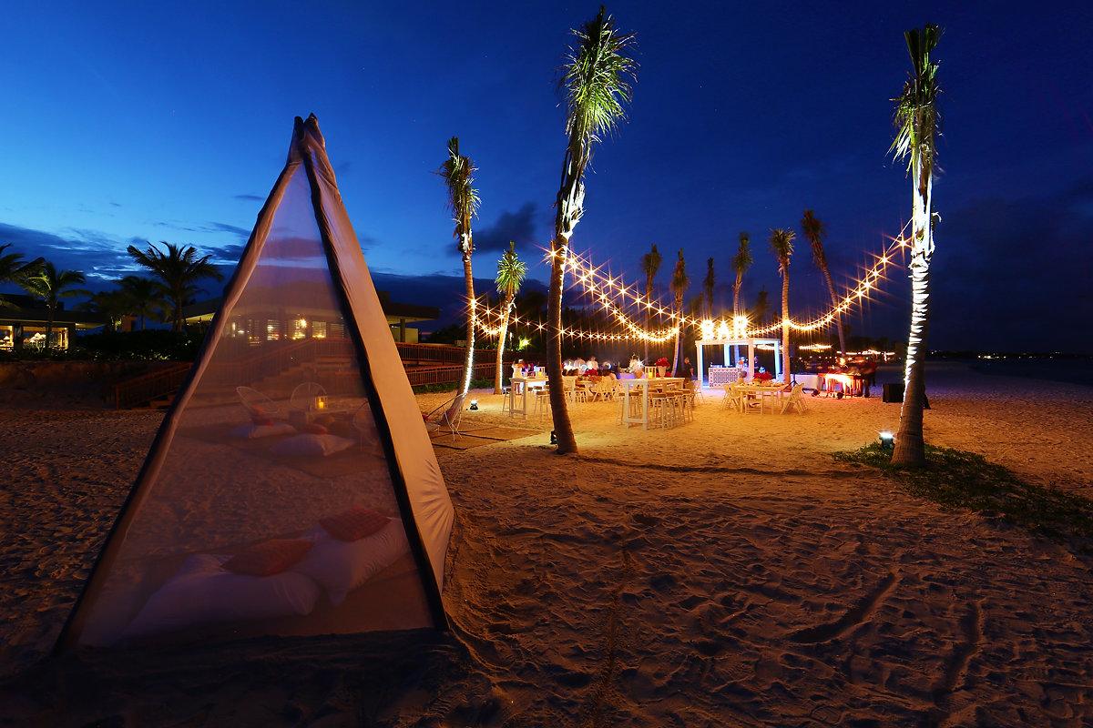 Andaz Mayakoba beach party setup #KTMayakoba Karen Tran Floral Designs Masterclass welcome party long exposure