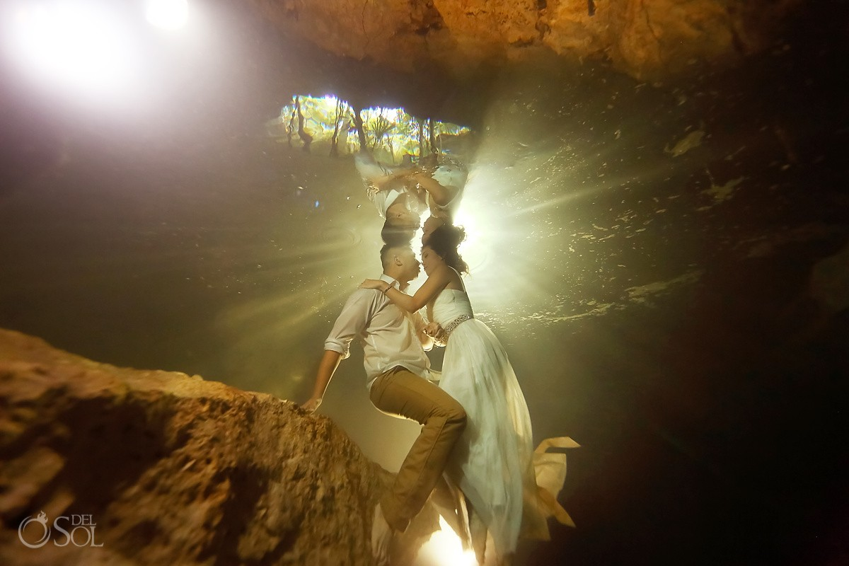 Bride can't swim makes underwater photos.