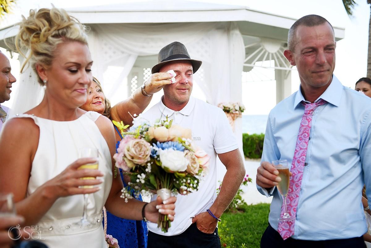 wedding guest crying destination wedding Ocean Coral & Turquesa Gazebo