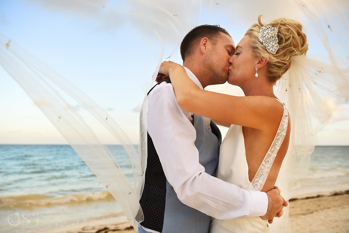 destination wedding beach portrait Ocean Coral & Turquesa