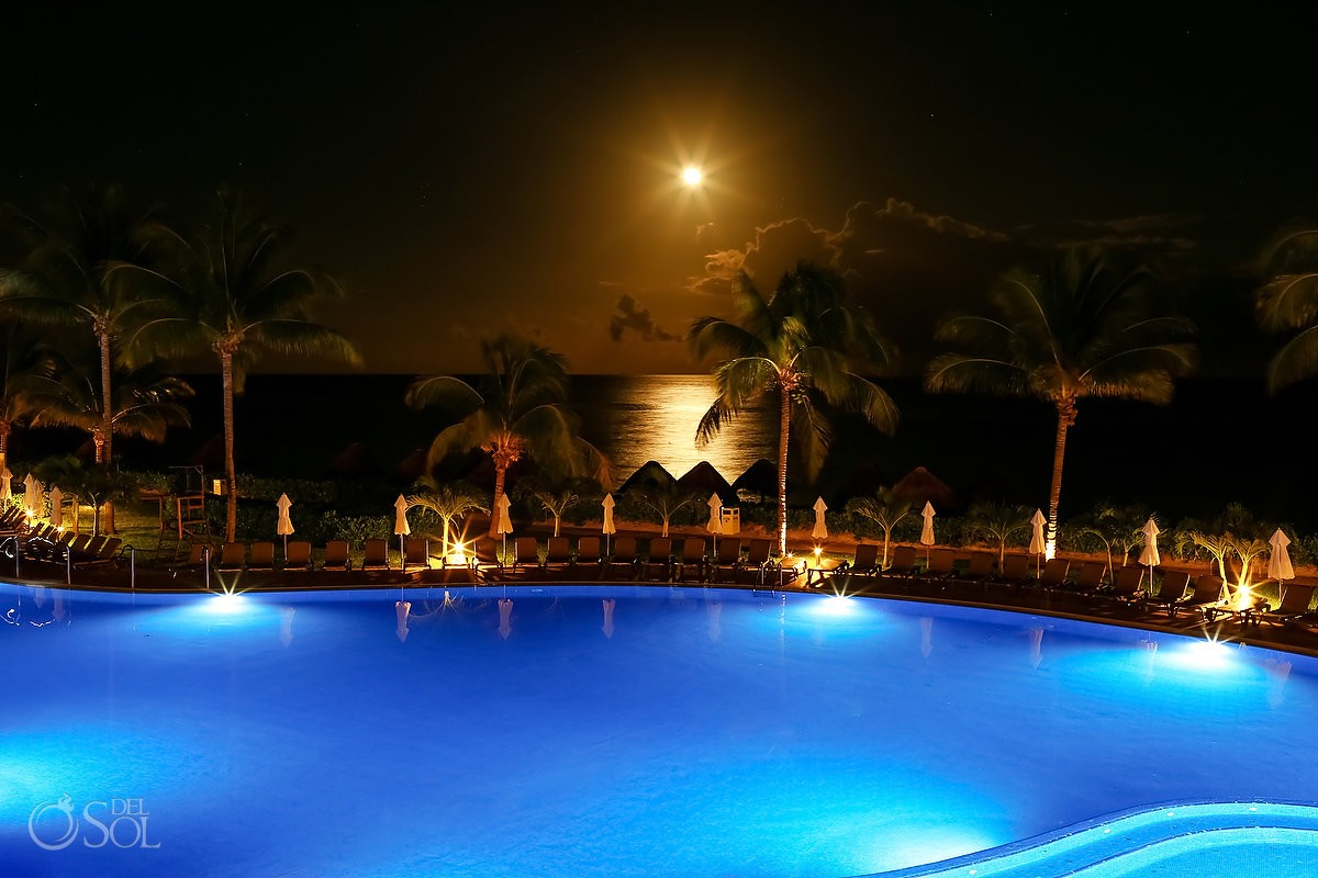 destination wedding Ocean Coral & Turquesa night time scene setter long exposure