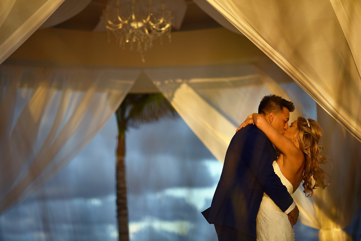 bride and groom kiss hyatt ziva luxury destination wedding venue cancun mexico