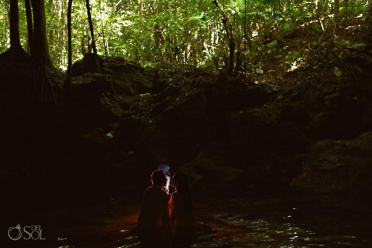 Beso en cenote Riviera Maya