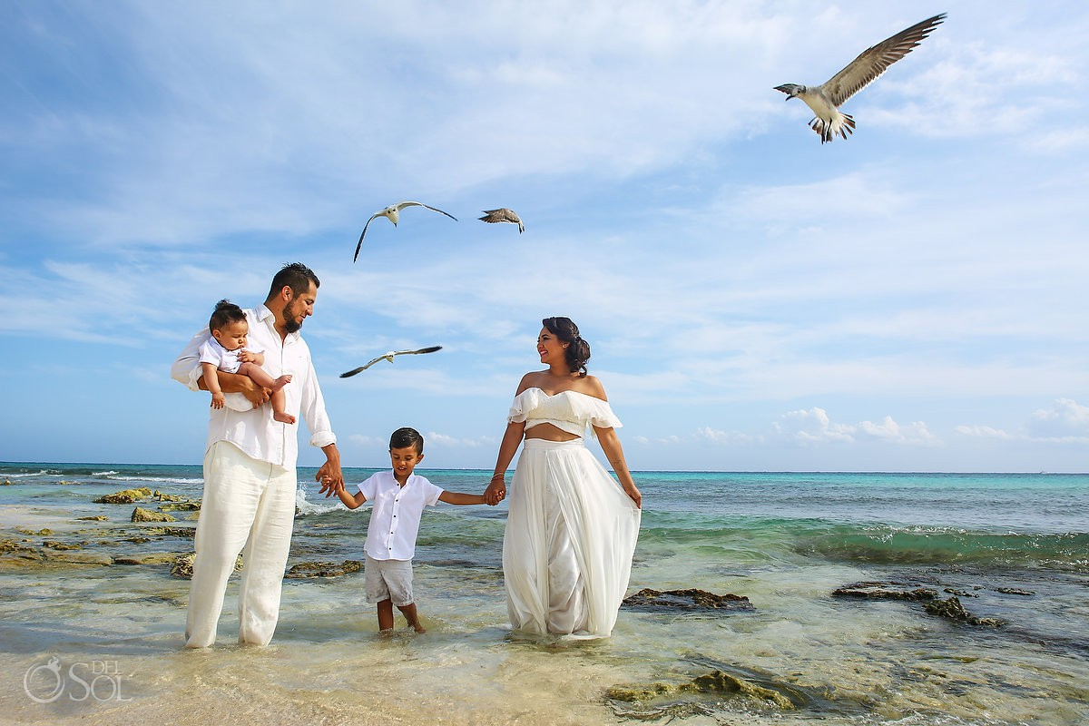 Beach family trash the dress, Playa del Carmen México.