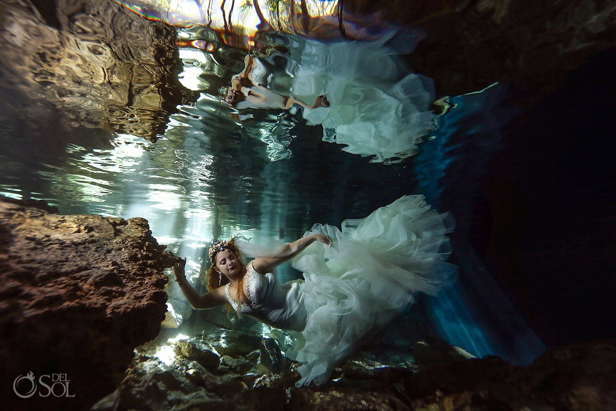 Creative underwater cenote trash the dress picture ideas Riviera Maya Mexico