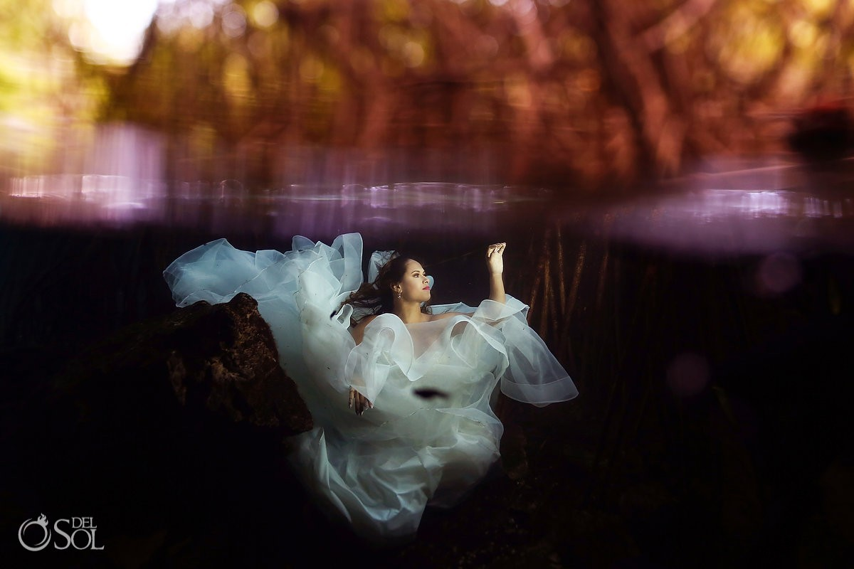 What to wear -Trash the Dress tips - The perfect underwater photo