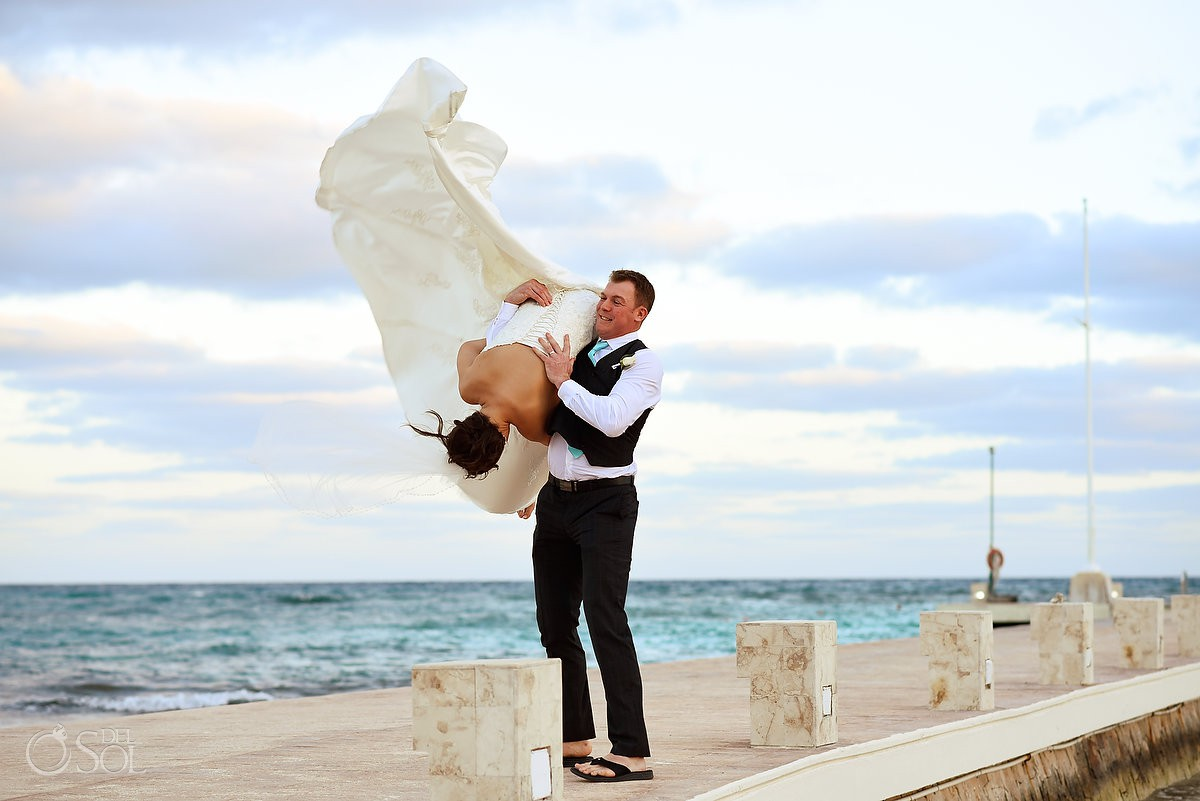 Bride and groom fun moments picture ideas Barceló Maya Palace Riviera Maya Mexico