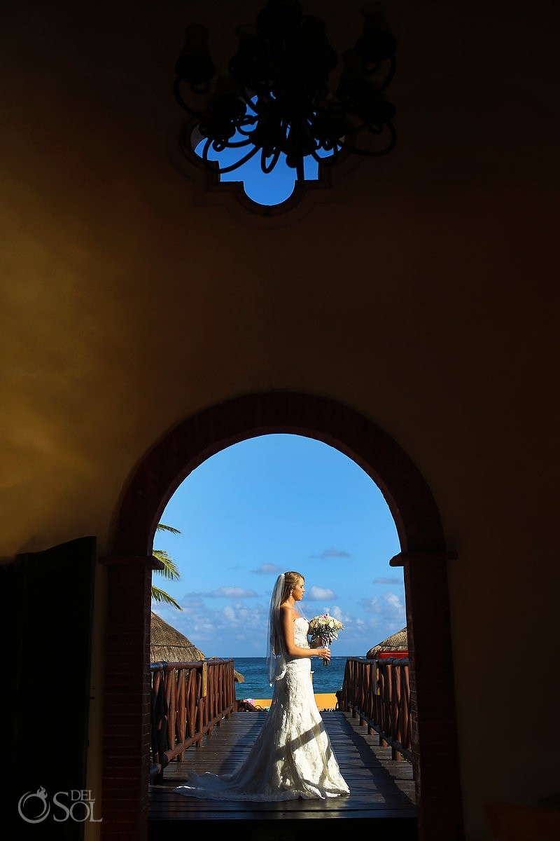 Bride portrait before wedding Now Sapphire Riviera Maya México