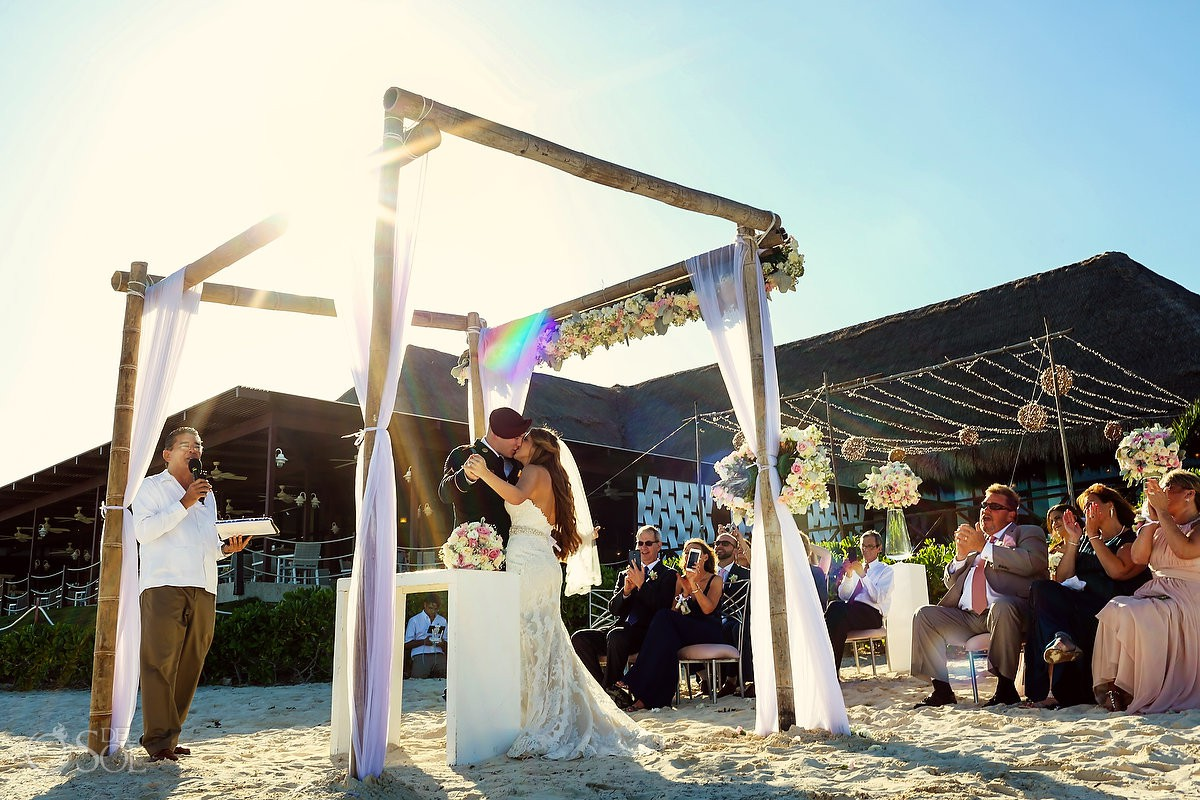 First kiss bride and groom just married Destination wedding Now Sapphire Riviera Maya México