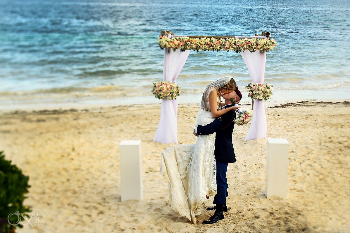 Best beach wedding portrait ideas Now Sapphire Riviera Maya México